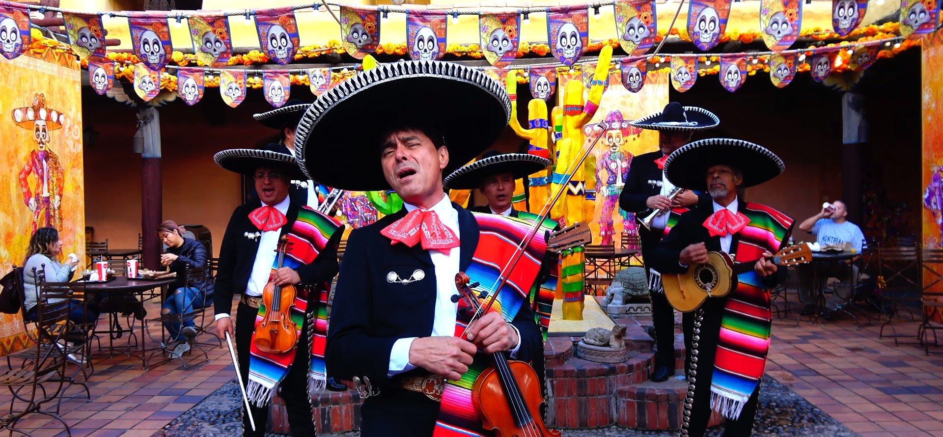 groupe de musique mariachi à Disneyland Paris